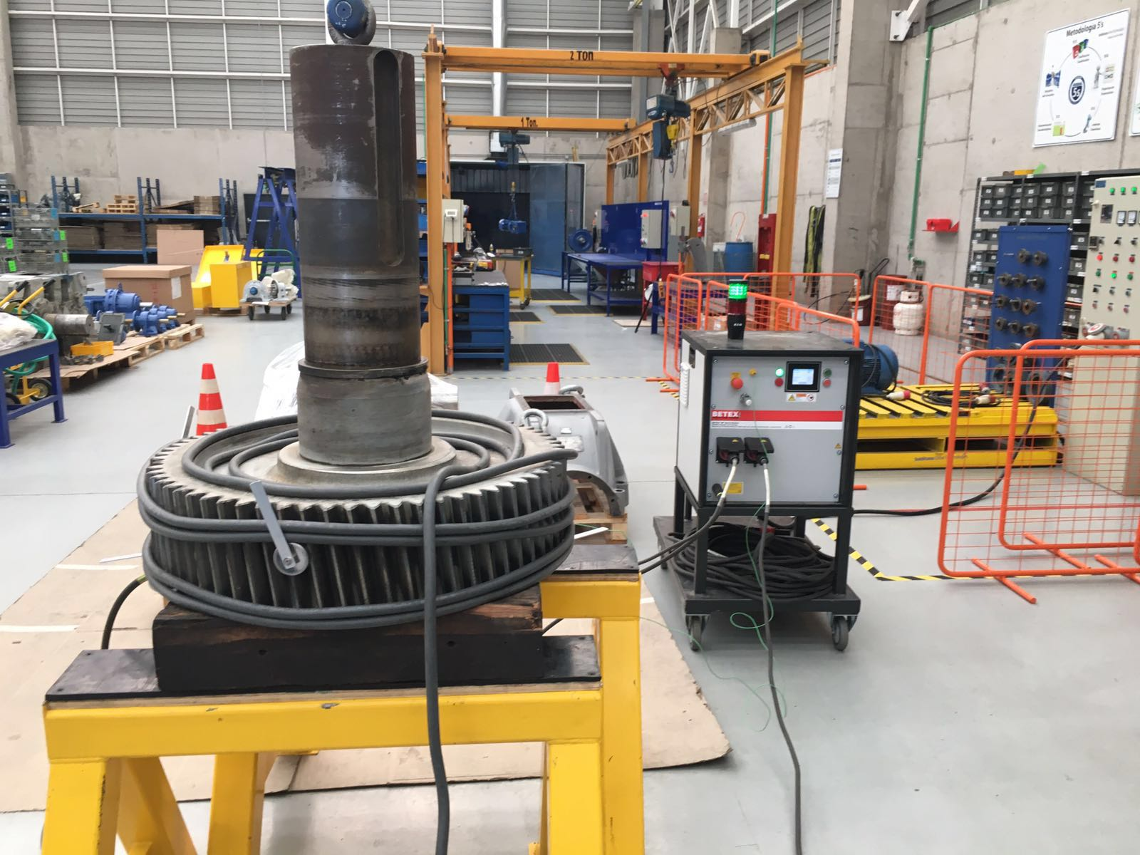 Dismounting 1200kg gear wheel - MF Quick Heater - Bega Special Tools