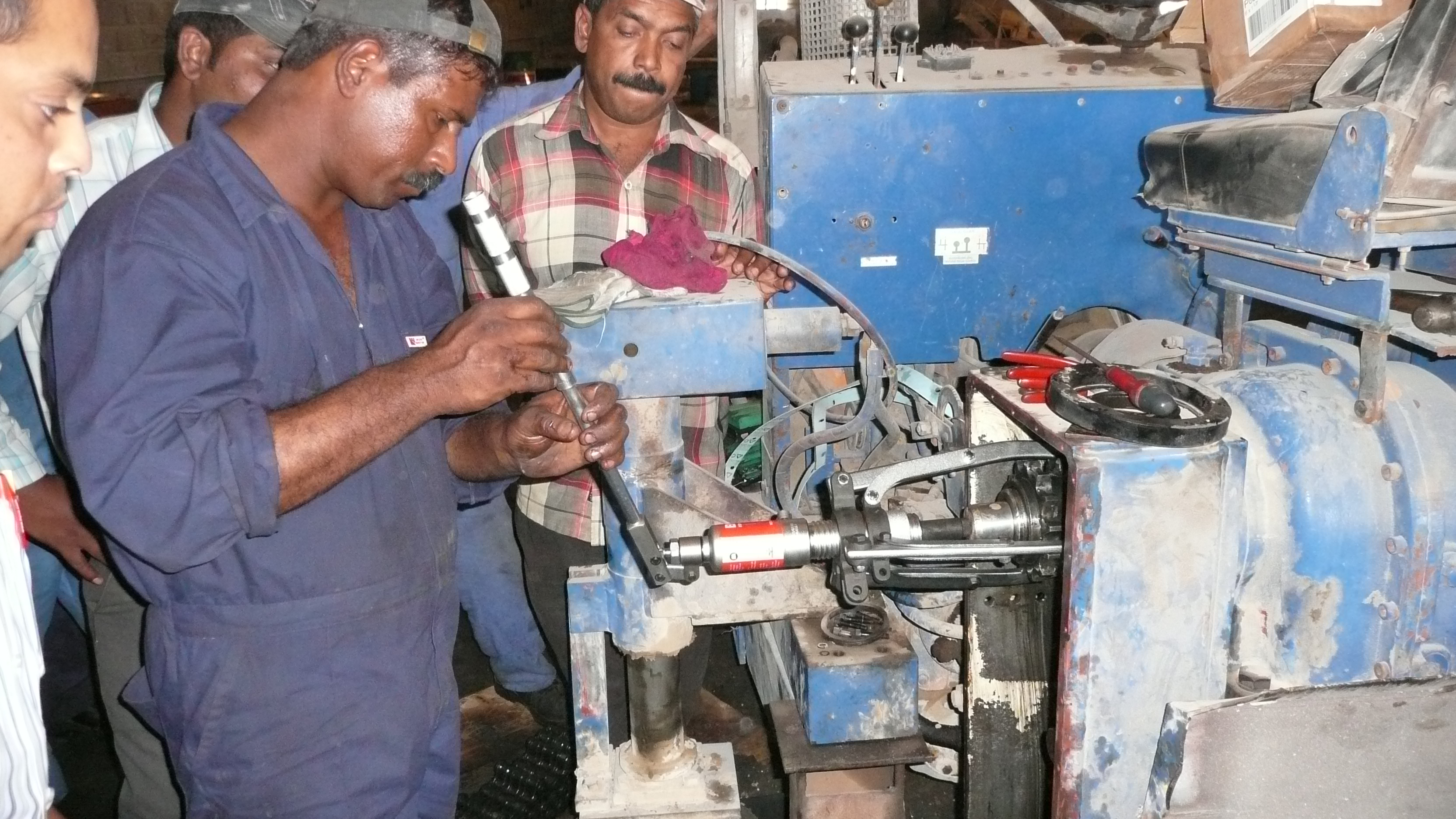 Betex self centering puller removing a bearing