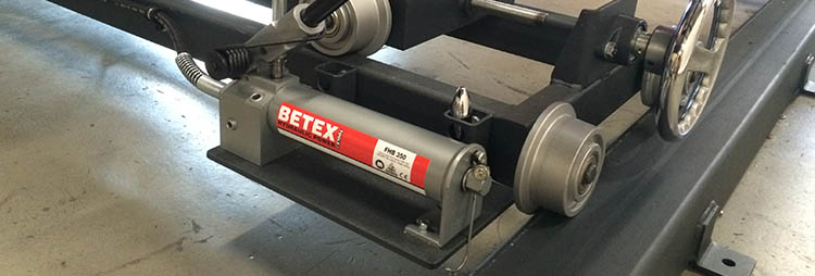 Betex hydraulic foot pump FHB 350 in action