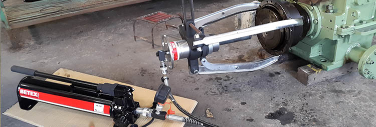 Betex HXP hydraulic puller dismounting bearing