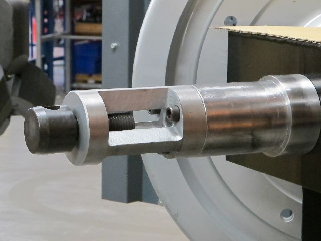 Betex BPP bearing puller pusher in action - Bega Special Tools